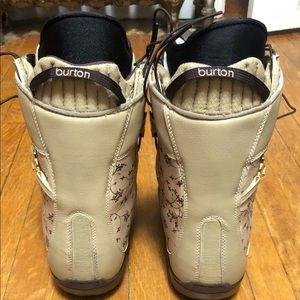 Burton Shoes - ❄️Burton Women's Emerald Snowboard Boots!!